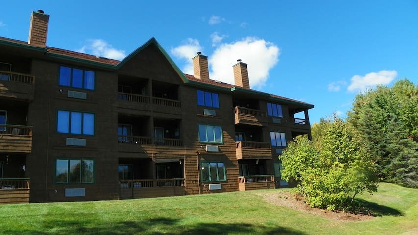 3 Bedroom Deer Park Condo on Lake and close to Recreation Center