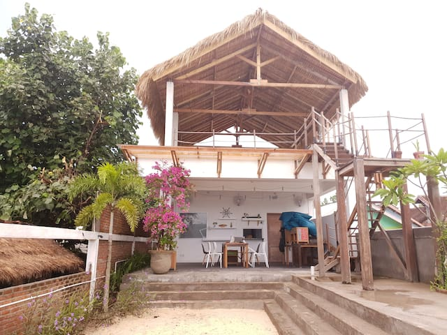 Charlies Shack Beachfront Room