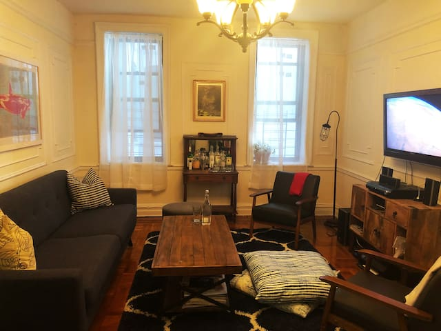 Spacious sunny 1 bedroom, steps away from subway