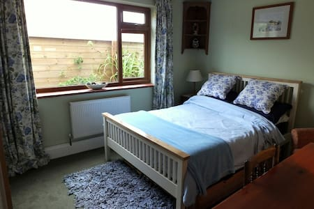 Comfortable, well-equipped double bedroom - Southampton - House
