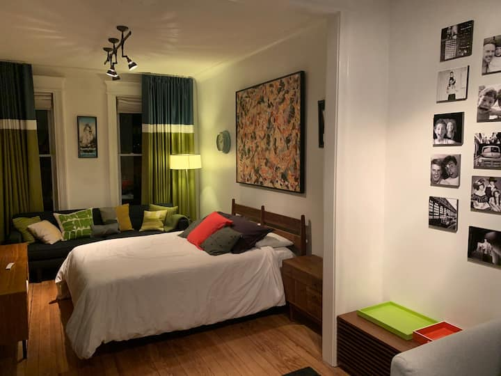 Great bedroom with tv, Sonos, WiFi,