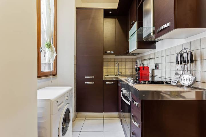 The equipped Kitchen with the washing machine