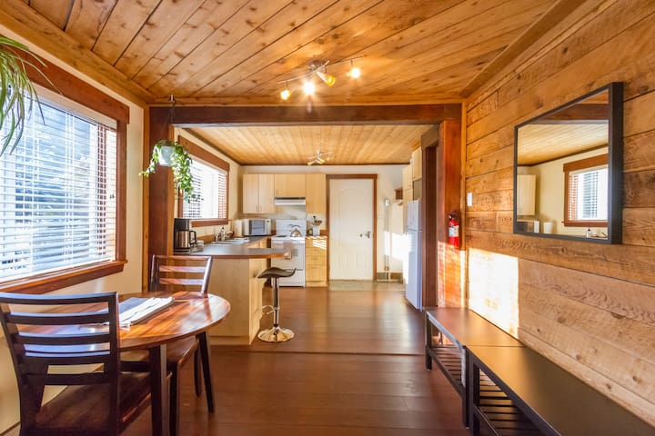 A Bright Beautiful Mountain Retreat - Pemberton - Pemberton - Huis