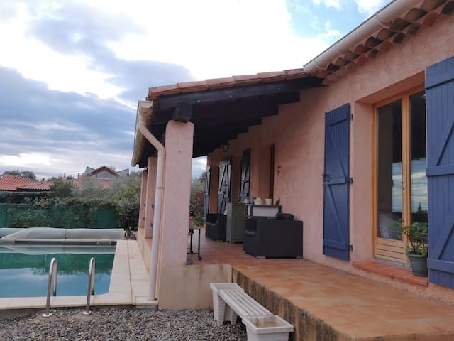 Chambre privée avec terrasse et salle de bain