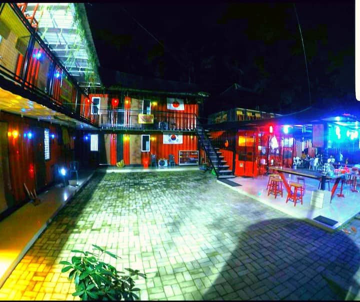 RED BEACH HOTEL & CAFE
