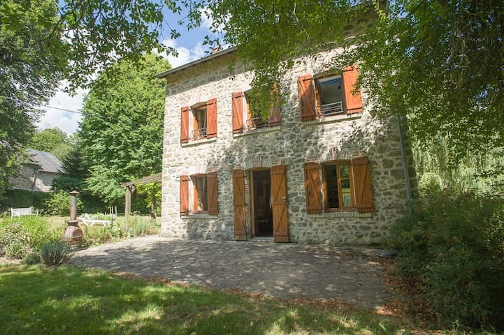 Farmhouse on river Gartempe with beautiful views - Saint-Priest-la-Feuille - Gästehaus