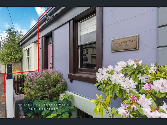 Luxurious heritage Cascade Cottage South Hobart