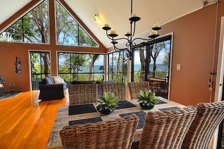 Romantic, Dog Friendly, Spa, Fireplace, Waterviews