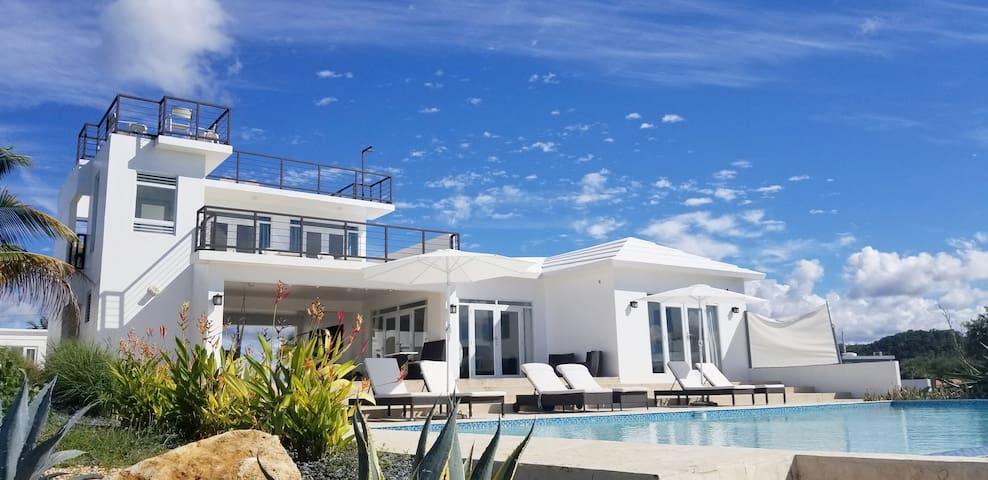 Isabela Retreat Over looking Golf Course & Ocean