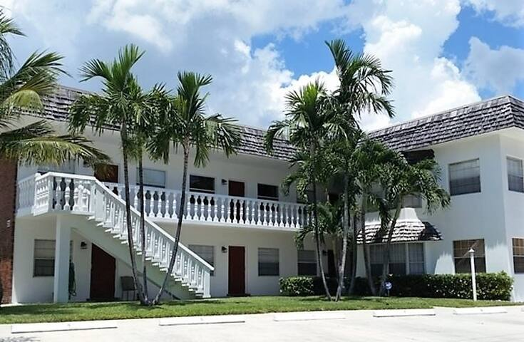 La Doral on the Inlet 1 bed/1 bath unit # 7 - Palm Beach Shores