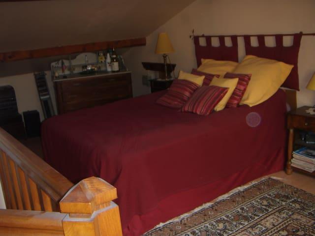 chambre en attique avec wc et lavabo séparé - Collonges-sous-Salève - อพาร์ทเมนท์