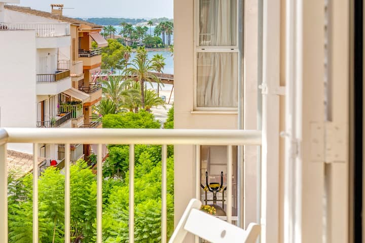 Holiday Home Can Jaume with Sea View, Wi-Fi, A/C & Balcony; Street Parking Available