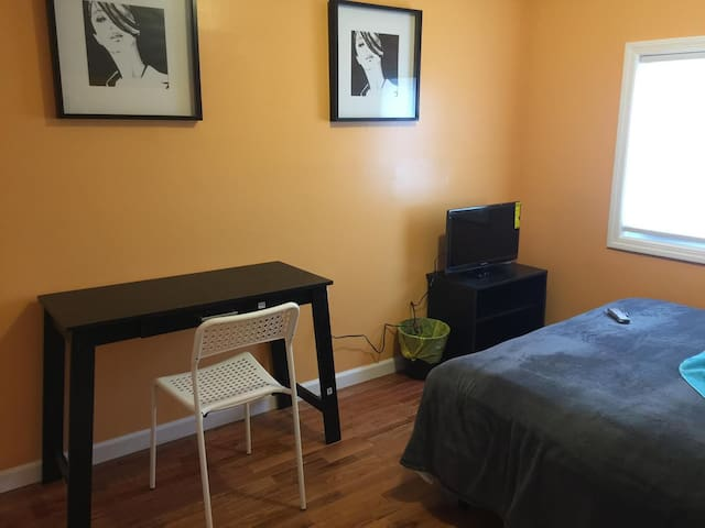 Best Cozy Budget Room In Newark - Newark