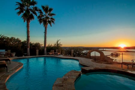 Lake Travis Waterfront w/ Pool & Hot Tub - Lago Vista - Haus