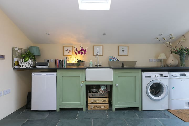 Comprehensively appointed utility room with underfloor heating