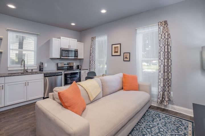 Quaint C-Street 1BR/1BA Apartment + Kitchen
