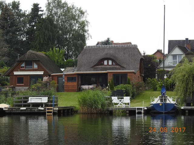 Schaalseeperle   Reetdach-Haus direkt am Schaalsee