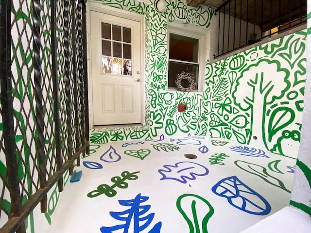 "The ""Doodle Garden"": A home w/ Art and Charm"