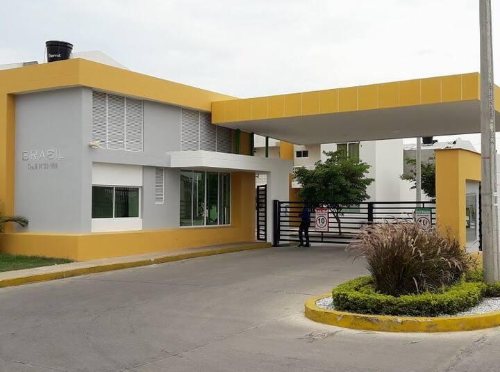 Casa ubicada en el conjunto cerrado Brasil.