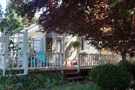 NEW LISTING! Sunset Cove Cottage - Nanoose Bay