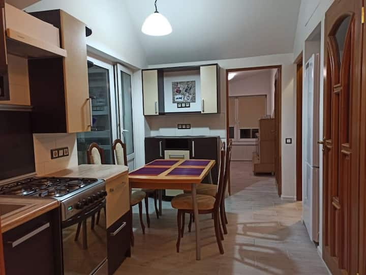 Cosy 2 BR apartment