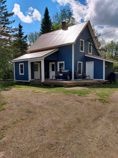 Cozy home right on snowmobile/four wheeler trail!