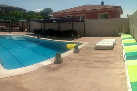Family Six Bedroom Villa Jacuzzi Swimming Pool