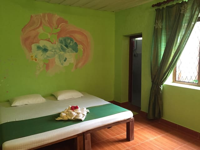 Lodge in the jungle, near the ocean - Maha Induruwa - House