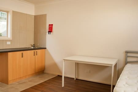 Studio/Bachelor pad for rent - Chadstone