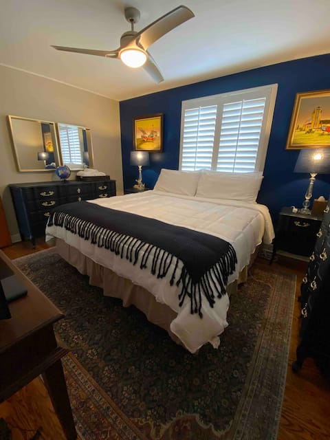 Near ORD Airport~Neutral Retreat~Cozy KING Bed.