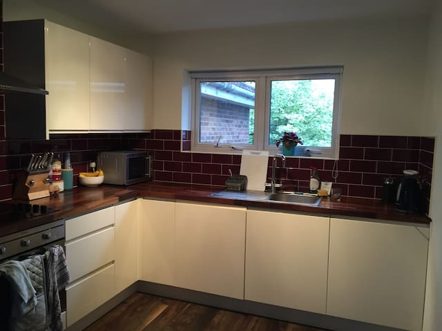 Cosy flat fully equipped (Barking underground st) - Barking