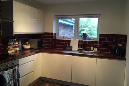 Cosy flat fully equipped (Barking underground st) - Lägenhet