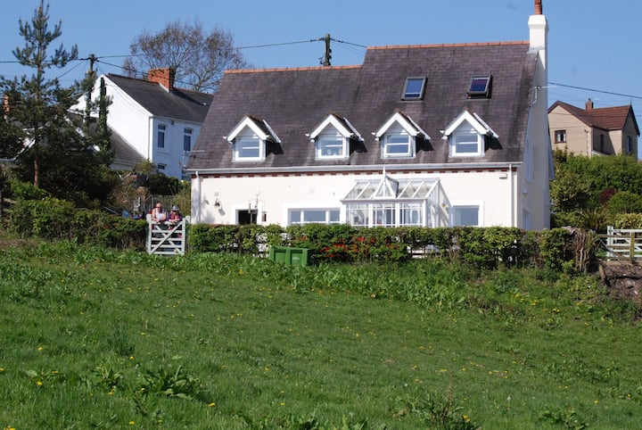 Sleeps  7+  Capel Isaac Bed & Breakfast, Gower