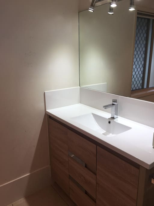 Main ensuite with shower