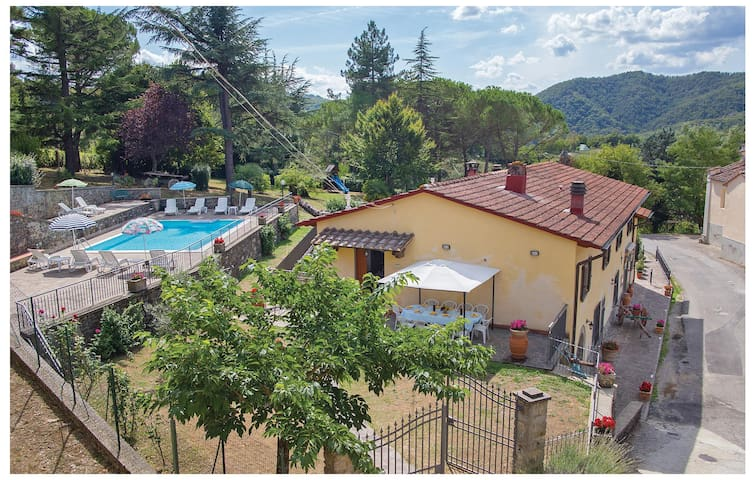 Holiday cottage with 5 bedrooms on 140 m² in Dicomano FI