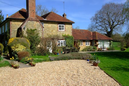 Self contained annex to farmhouse in Surrey Hills - Ewhurst - Byt