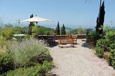 villa de charme avec vue sur mer - Montigiano