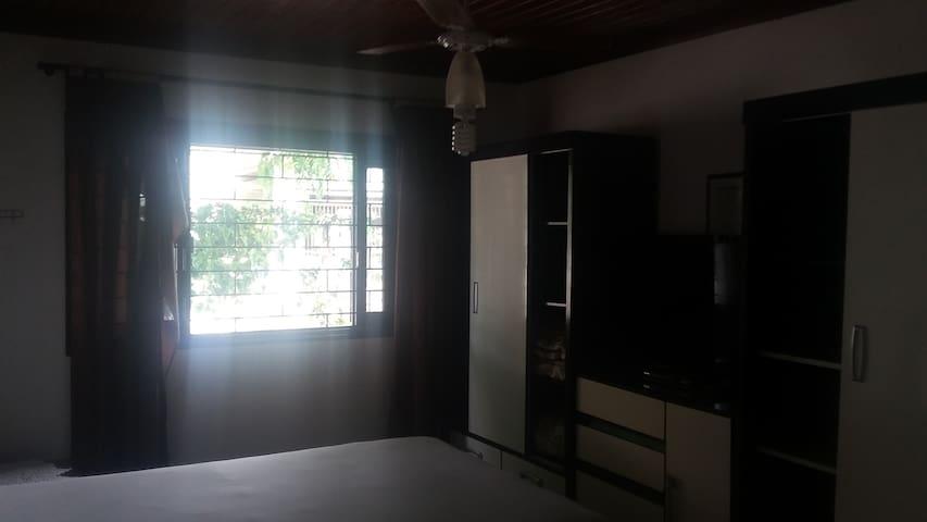 Suíte casal. Cama box, wi-fi, tv led 42', split, ventilador de teto, banheiro sob medida!