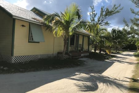 Abaco Harbour Front Cottage Rental with Dockslip