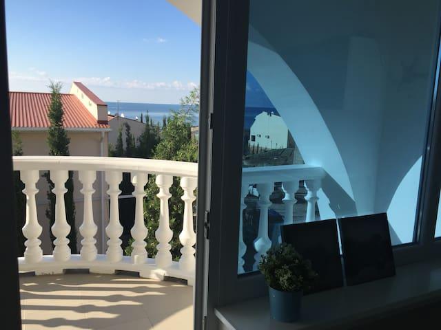 2-х этажный Таунхаус в Алуште в 100 метрах от моря - Staronizhestebliyevskaya