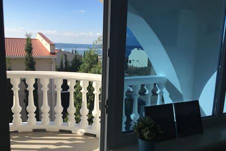 2-х этажный Таунхаус в Алуште в 100 метрах от моря