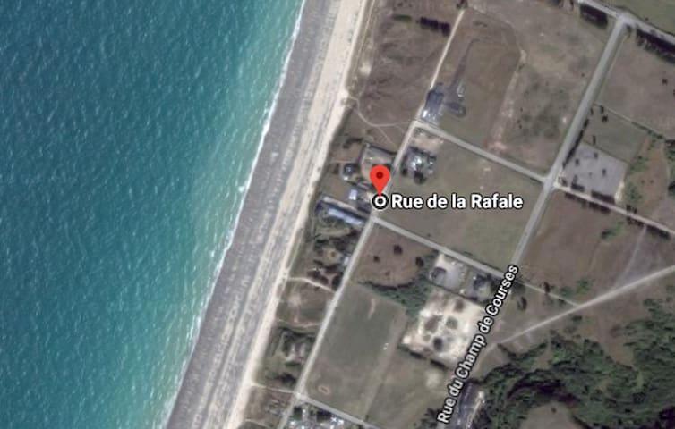 Gîte- bord de plage, terrasse et parking privés
