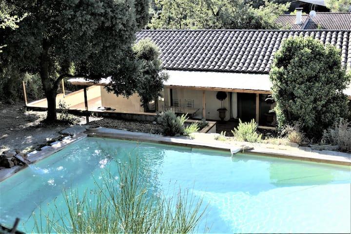 Maison climatisée, 3 chambres, terrasses, piscine