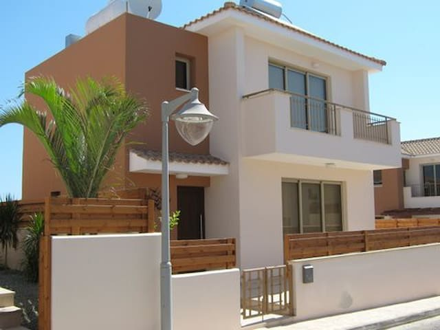 140m2  2-bed home with private pool in Kapparis - Casa