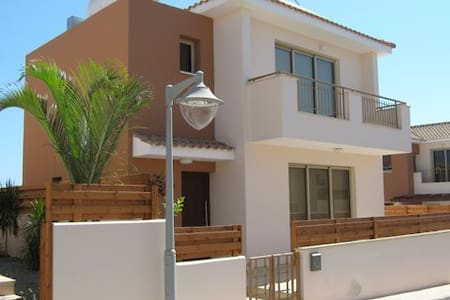 140m2  2-bed home with private pool in Kapparis