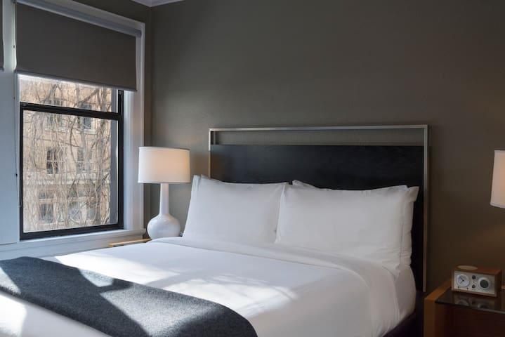 Hotel Max, Modern Queen