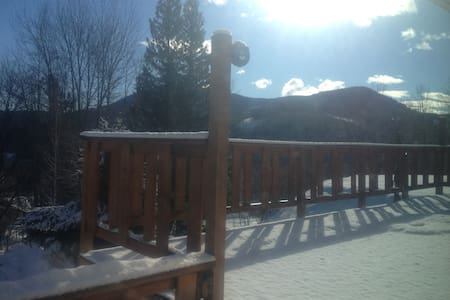 Rossland 2 bdm Vacation House (pet friendly)