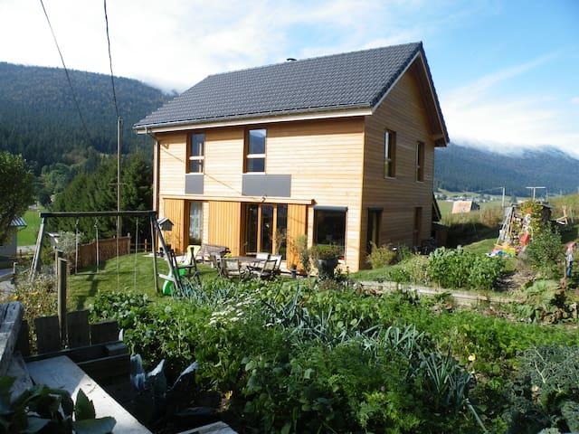 maison en bois à la montagne