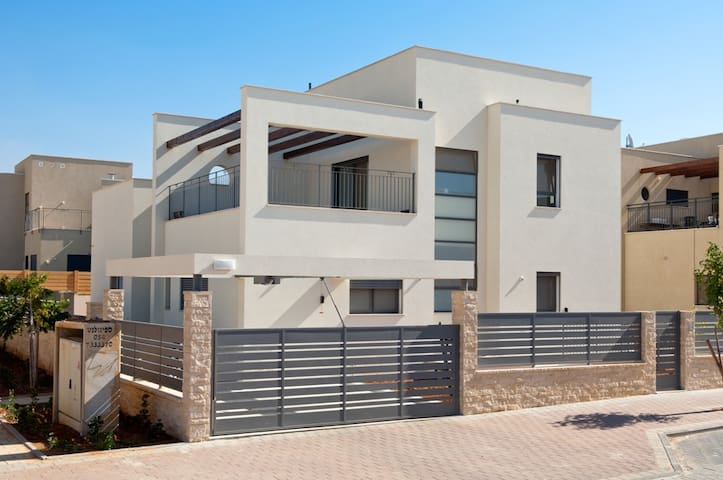 The Brenner Hill Home - Rehovot - Talo