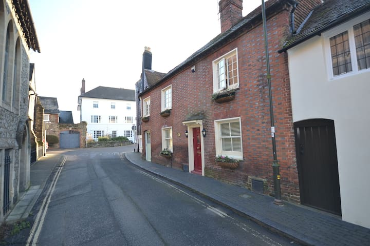 Damers Bridge Cottage , Petworth - Petworth - Stadswoning